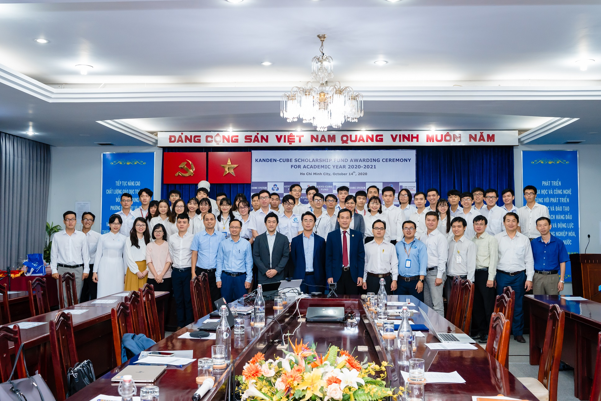 """Lễ trao học bổng """"KSYS – CUBE FUND"""" tại Trường Đại học Bách Khoa TP. Hồ Chí Minh tháng 10 năm 2020"""